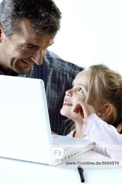 sehen  Menschlicher Vater  Close-up  close-ups  close up  close ups  Tochter