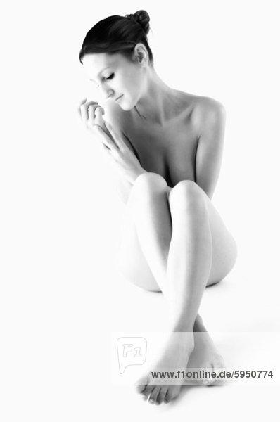 sitzend  überqueren  Frau  Boden  Fußboden  Fußböden  jung  nackt