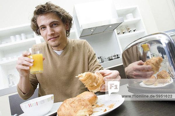 Portrait  Mann  jung  Frühstück