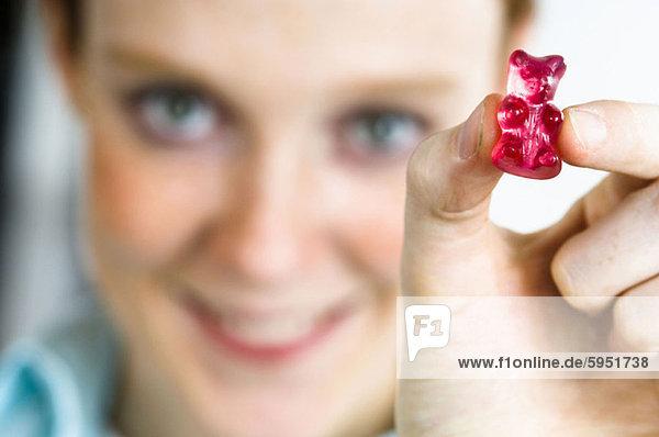 Gummibär  Frau  halten  Close-up  close-ups  close up  close ups  Mittelpunkt  Erwachsener