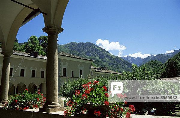 Blick vom Kreuzgang  Certosa di Pesio  Piemont  Italien  Europa