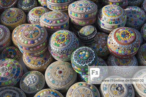 Touristische Schmuckstücke zu verkaufen in Göreme  Kappadokien  Türkei  Kleinasien  Eurasien