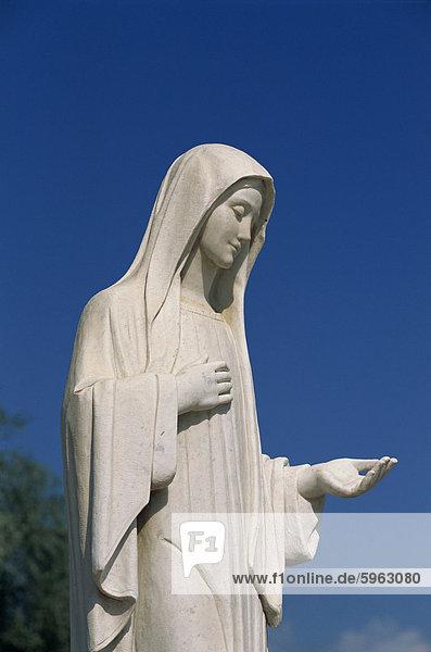 Statue der Muttergottes in der Nähe von St. James  Medjugorje  Bosnien-Herzegowina  Europa
