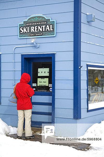 Frau Eingabe Ski Verleih-Shop  Breckenridge  Rocky Mountains  Colorado  USA  Nordamerika