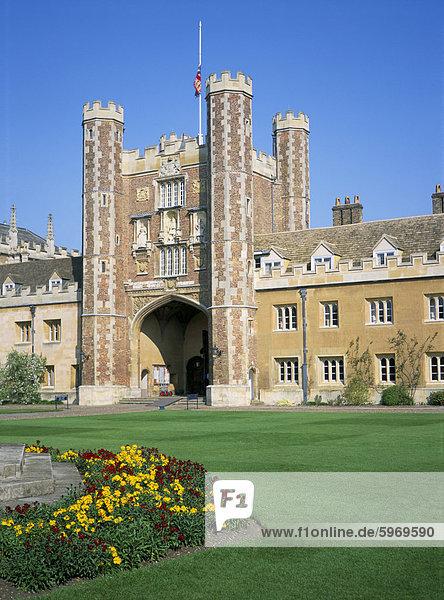 Großer Hof und große Tor  Trinity College  Cambridge  Cambridgeshire  England  Vereinigtes Königreich  Europa