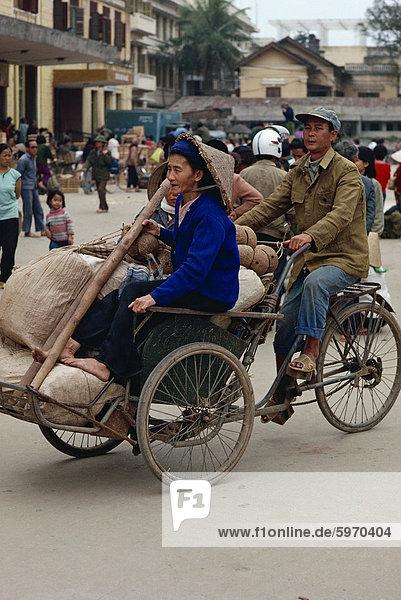 Cyclo-Pousse-Treiber  Hanoi-Stadt  Vietnam  Indochina  Südostasien  Asien