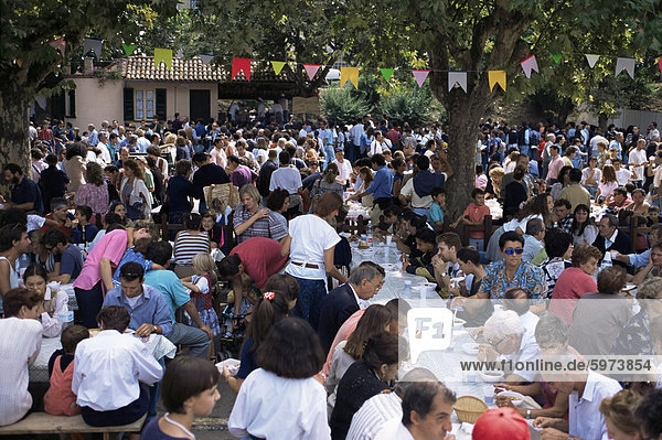 Im freien Essen am jährlichen Herbst-Wein und Food Fair  Asti  Piemont  Italien  Europa