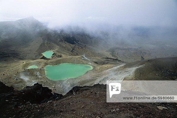 Emerald Lakes  ex Krater gefüllt mit getönten Mineral Wasser  auf Mount Tongariro  Tongariro-Nationalpark  UNESCO Weltkulturerbe  Zentrale Hochebene  North Island  Neuseeland  Pazifik