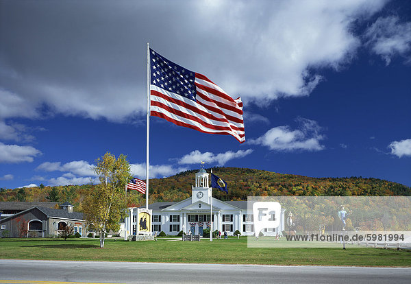 The Stars & Stripes in front of the Heritage Centre  White Mountain National Park  New Hampshire  New England  United States of America  North America