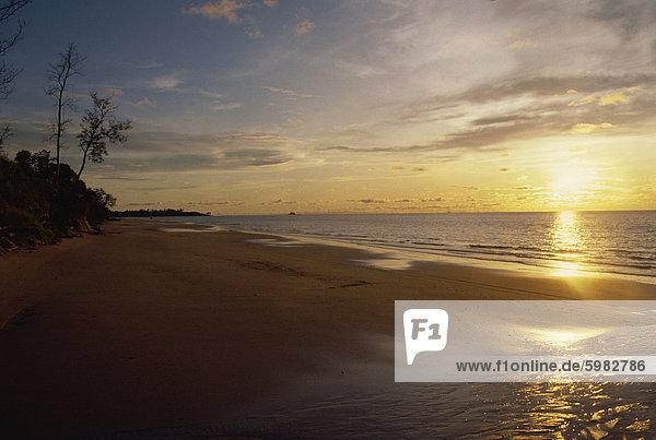 Strand in der Nähe von Jerudona  Brunei  Borneo  Südchinesisches Meer  Asien