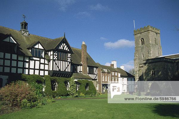 Rathaus und Kirche  viel Wenlock  Shropshire  England  Vereinigtes Königreich  Europa