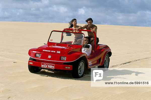 Dune Buggy auf Sanddünen  Genipabu (Natal)  Rio Grande Norte Zustand  Brasilien  Südamerika