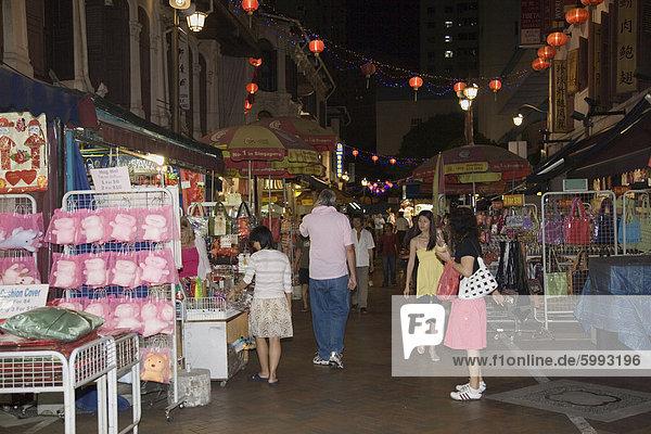 Pagode Street Ladenhäuser Ständen verkaufende chinesische waren bei Nacht  eine beliebte Einkaufsmeile für einheimische und Touristen  Chinatown  Outram  Singapur  Südostasien  Asien