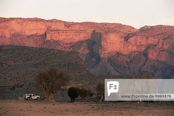 Camp in Oman des Grand Canyon West  Hajar  in Jebel Shams  1900m  Oman  Middle East