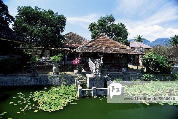 Dekorative See im alten Palast der Raja von Karangasem  Amlapura  Bali  Indonesien  Südostasien  Asien