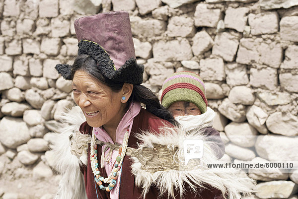 Mutter und Kind  Shey  Ladakh  Indien  Asien