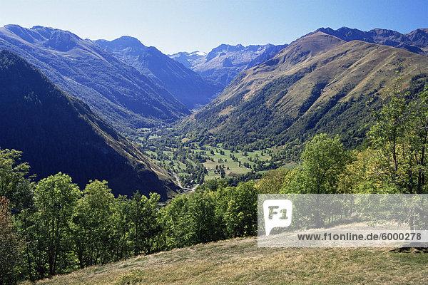 Tal in der Nähe von Castillion de Larboust  französischen Seite der Pyrenäen  Midi-Pyrenees  Frankreich  Europa