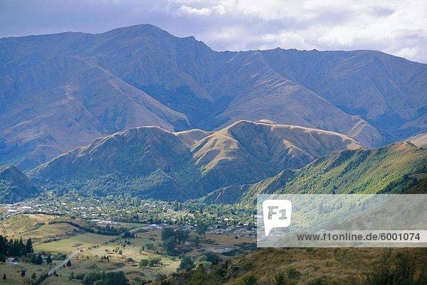 Blick westlich von die Crown Range in Arrowtown  in der Nähe von Queenstown  Richtung Westen Otago  Südinsel  Neuseeland  Pazifik