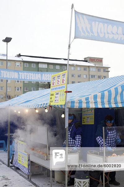 Marktstände auf dem Platz  Hakaniemi  Helsinki  Finnland  Skandinavien  Europa