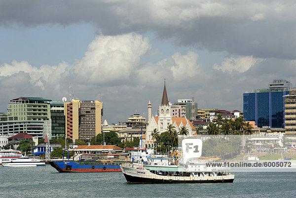 Hafen und Stadt Zentrum Skyline  Dar Es Salaam  Tansania  Ostafrika  Afrika