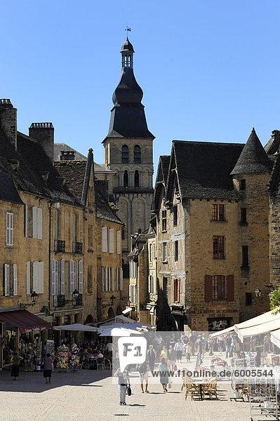 Place De La Liberte im alten Stadt Sarlat  Dordogne  Frankreich  Europa