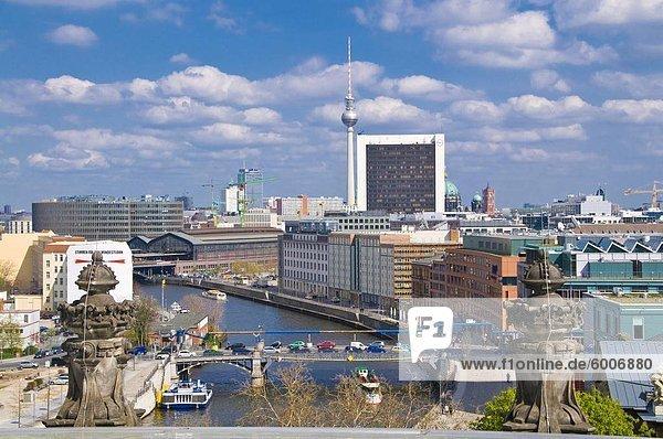 Blick über Berlin aus dem deutschen Reichstag  Berlin  Deutschland  Europa