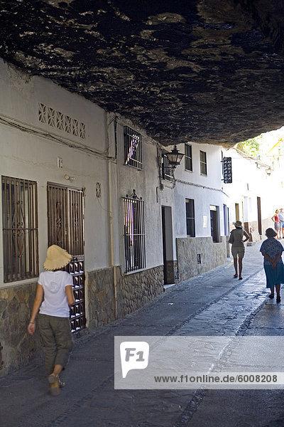 Setenil de Las Bodegas  eines der weißen Dörfer  Malaga Provinz in Andalusien  Spanien  Europa