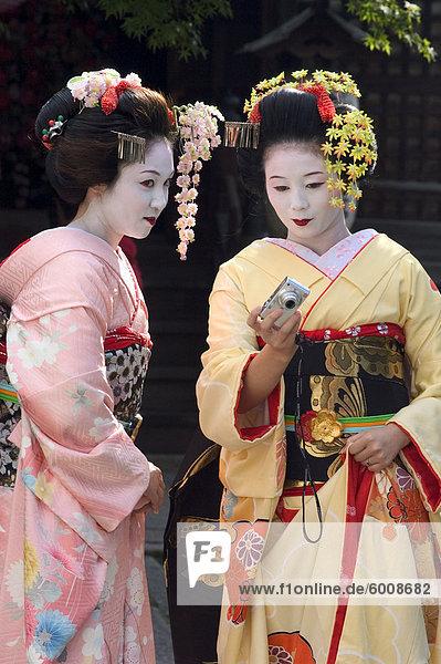 Geisha  Maiko (Geisha-Auszubildende) in Gion  Kyoto Stadt  Honshu  Japan  Asien