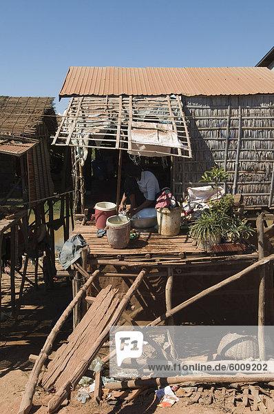 Gebäude See Seitenansicht Südostasien Stelzenlauf Stelze Stelzen Vietnam Asien Kambodscha