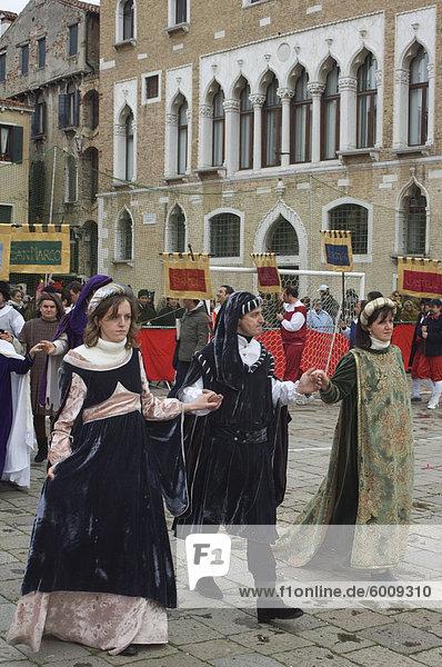 Mittelalterliche Prozession  der Karneval von Venedig  Venedig  Veneto  Italien  Europa