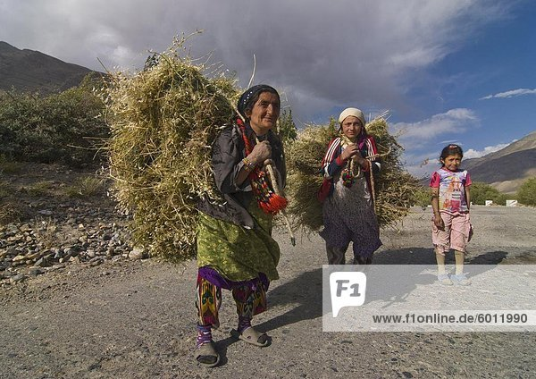 Farmers with harvested hay  Wakhan Valley  Tajikistan  Central Asia  Asia