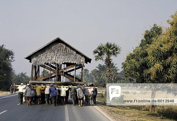Wohnhaus Transport Menschliche Schulter Schultern Landwirtin Südostasien Vietnam Asien Kambodscha Siem Reap