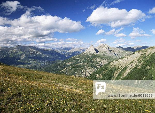 Blick vom Col d ' Allos  Parc National du Mercantour  in der Nähe von Barcelonnette  Alpes-de-Haute-Provence  Provence  Frankreich  Europa