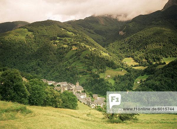 Aydius Dorf  Tal des Flusses Gabarret  Bearn  Aquitaine  Pyrenäen  Frankreich  Europa