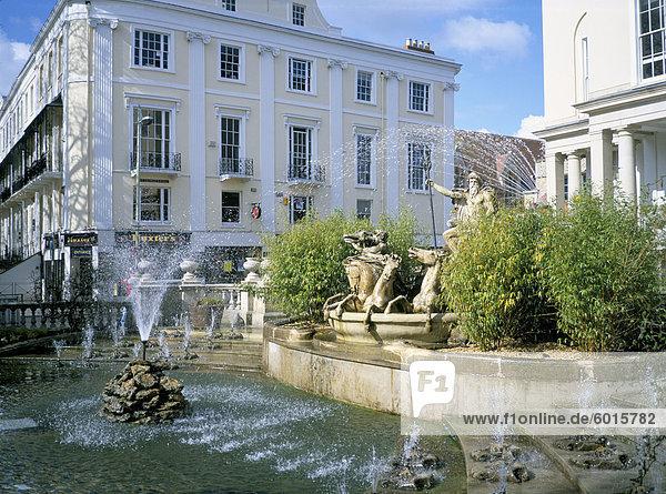 Neptun-Brunnen und der Promenade  Cheltenham  Gloucestershire  England  Vereinigtes Königreich  Europa