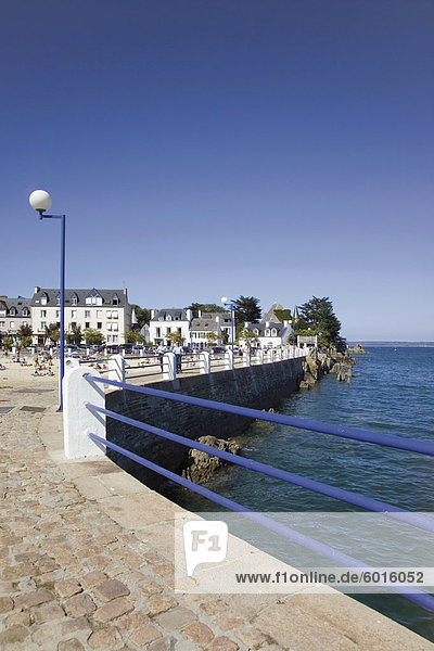 Resort Stadt von Loquirec  auf der Armorikanischen Corniche  Amorique Küste  Finistere  Bretagne  Frankreich  Europa