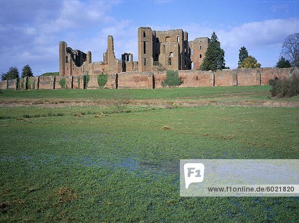 Schloss Strasse von der Wasser-Wiese  Kenilworth Castle  verwaltet von English Heritage  Warwickshire  England  Vereinigtes Königreich  Europa