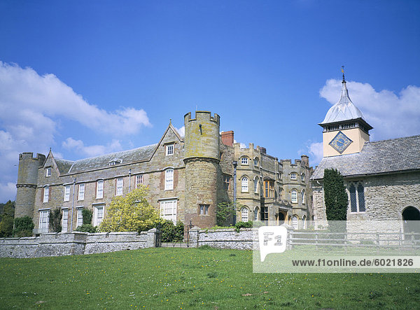 Schloss und Kirche aus dem Süden  Croft Castle  verwaltet von National Trust  Herefordshire  England  Vereinigtes Königreich  Europa