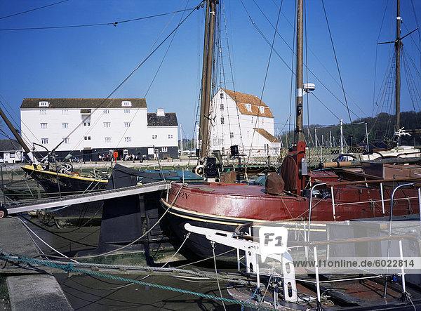 Kai  Boote und Gezeiten-Mühle  Woodbridge  Suffolk  England  Vereinigtes Königreich  Europa