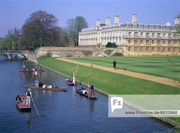 Bootfahren auf dem Rücken  Fluss Cam  Clare College  Cambridge  Cambridgeshire  England  UK  Europa