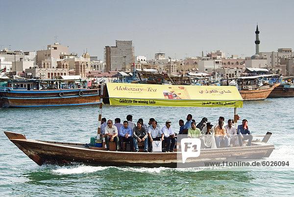 Fähre auf dem Creek  Dubai  Vereinigte Arabische Emirate  Naher Osten