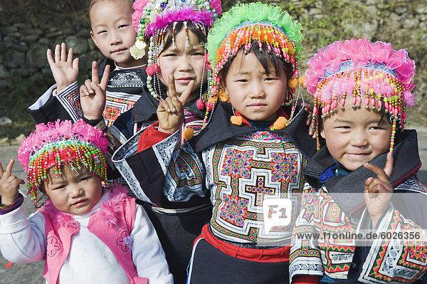 Mädchen in ethnischen Kostüm bei 4 Dichtungen Miao Mondkalender New Year Festival  Xinyao Dorf  Provinz Guizhou  China  Asien