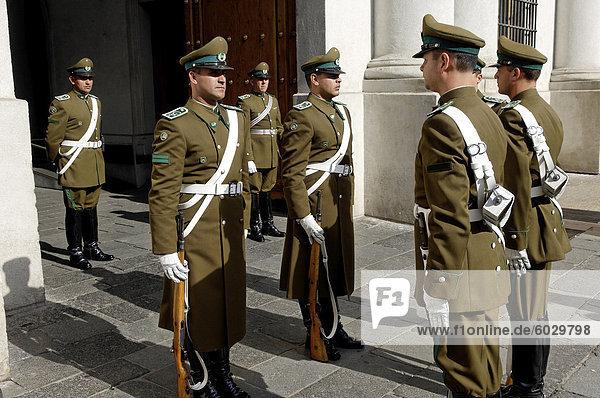 Ändern der Guard  La Moneda Palace  Santiago de Chile  Südamerika
