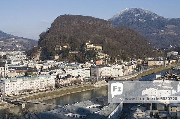 Blick auf Salzburg aus dem Mönchsberg  Salzburg  Österreich  Europa