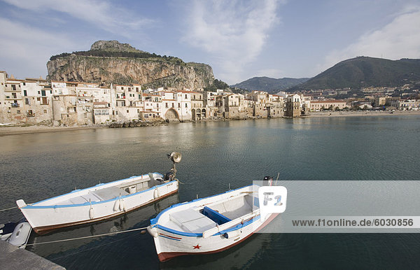 Europa Tradition Gebäude Boot angeln Cefalu Italien Sizilien