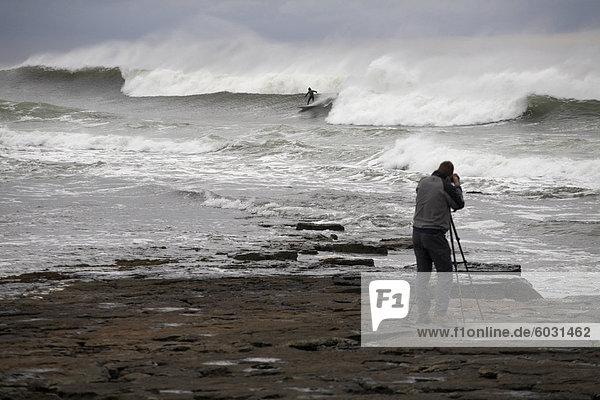 Surfen die Reefbreaks des County Donegal  Ulster  Republik Irland  Europa