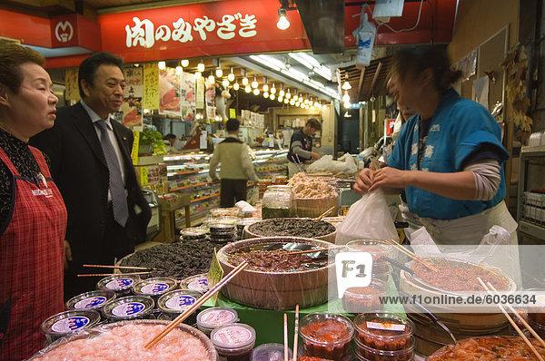 Omichi Market  Kanazawa  Ishikawa Präfektur  Japan  Asien