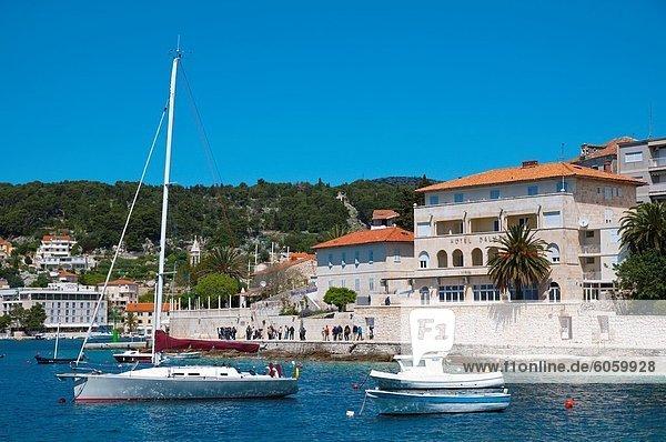 nahe Europa Stadt Boot frontal Insel Kroatien Dalmatien Hvar Kloster