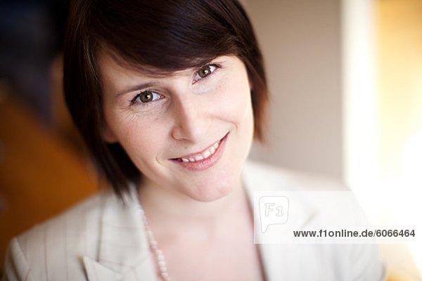Porträt von Mitte erwachsen geschäftsfrau
