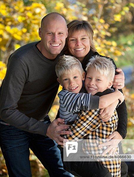 Porträt der Familie verbringen Zeit zusammen im park